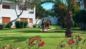 CLUB CALIMERA Delfin Playa Bungalowanlage inmitten der Gartenanlage