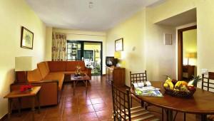 FUN CLUB Isabel Villa mit großzügigem Wohnraum und breiter Terrasse