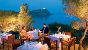 """GRECOTEL Cape Sounio Restaurant """"Cavo Colones"""" mit herrlichem Ausblick"""