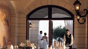 GRECOTEL Corfu Imperial Cocktailbar und Terrasse mit Ausblick auf das Meer