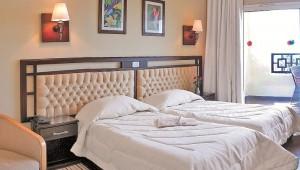FUN CLUB Paradis Palace Doppelzimmer mit Doppelbett und Sitzecke