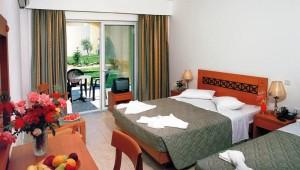 FUN CLUB Gaia Royal Village Doppelzimmer mit Terrasse und Gartenblick