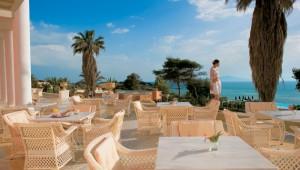 GRECOTEL Mandola Rosa Suites und Villas Frühstück auf der großen Terrasse
