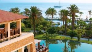 GRECOTEL Kos Imperial Thalasso Gartenanlage und Pool mit Haupthaus