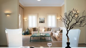 GRECOTEL Mandola Rosa Suites und Villas Grand Beach Villa mit Sitzecke