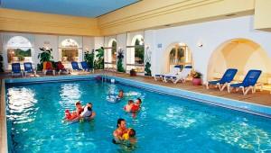 CLUB CALIMERA Yati Beach beheizbares Hallenbad für Klein und Groß