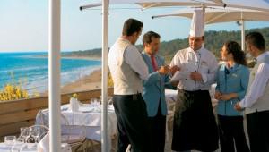 GRECOTEL Mandola Rosa Suites und Villas Kellner Service und Show Cooking