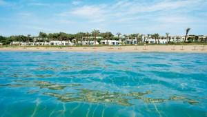 GRECOTEL Mandola Rosa Suites und Villas Überblick auf den Strand und Hotel