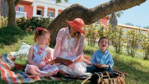 GRECOTEL Mandola Rosa Suites und Villas Familienpicknick in der Gartenanlage