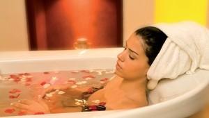 FUN CLUB Paradis Palace Entspannen Sie bei einem Rosenbad im Spabereich