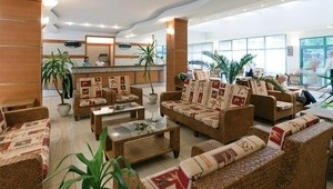 CLUB CALIMERA Sunny Beach Lobby mit Rezeption, Check-In und Sitzecke