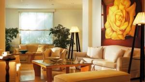 GRECOTEL Rhodos Royal Lobby und Rezeption mit kleiner Sitzecke