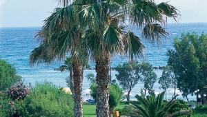 GRECOTEL Lakopetra Beach Ausblick auf den Strand und die Gartenanlage