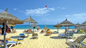 FUN CLUB Paradis Palace feiner und breiter Sandstrand mit Liegen und Schirmen
