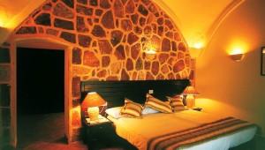CLUB CALIMERA Habiba Beach Schlafzimmer mit Bett in der großzügigen Suite