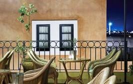 GRECOTEL Plaza Spa Apartments Terrasse mit Cafe und tollem Meerblick