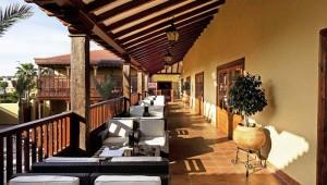 FUN CLUB Isabel Große überdachte Terrasse mit vielen Sitzmöglichkeiten