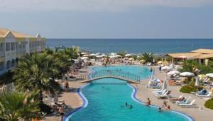 FUN CLUB Aquis Sandy Beach Resort Überblick über den Pool und das Meer