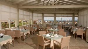 FUN CLUB Aquis Sandy Beach Resort schönes Restaurant mit leckeren Gerichten