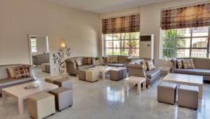FUN CLUB Aquis Sandy Beach Resort schöne Sitzecke in der Lobby