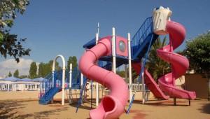 FUN CLUB Aquis Sandy Beach Resort Spielplatz für Kinder in der Gartenanlage