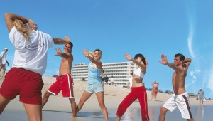 FUN Club RIU Oliva Resort lustige Sportanimation morgens am Strand