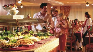 FUN Club RIU Oliva Resort reichhaltiges Buffet im großen Restaurant
