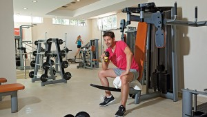 CLUB MAGIC LIFE Marmari Palace Imperial moderner Fitnessraum und Coach