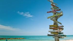 Florida Rundreise Pfahl mit Meilenangaben zu den einzelnen Städten am Strand von Key West