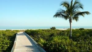 Florida Rundreise Weg zum feinen Sandstrand auf Sanibel Island mit herrlichem Ausblick