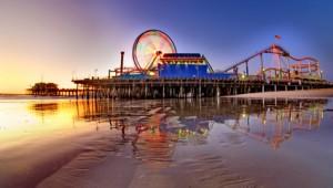 West USA Rundreise ein Blick über den Pier von Santa Monica in der Abendsonne