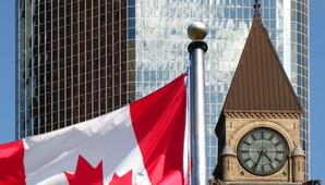 USA Rundreise Ostküste Gebäude in Toronto - Kanada direkt am Lake Ontario
