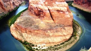 West USA Rundreise Horseshoe Bend in Arizona umgeben vom Colorado River