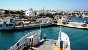 Inselhopping Griechenland Ankunft mit der Fähre am Hafen von Paros