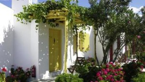 Inselhopping Griechenland Bungalow Anlage mit Garten im Hotel Lianos Village Naxos