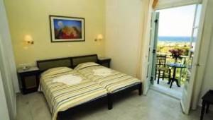 Inselhopping Griechenland Doppelzimmer mit Balkon und Meerblick Hotel Lianos Village