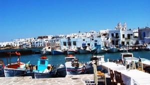Inselhopping Griechenland Ankunft im kleinen Hafen von Paros Kykladen