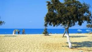 Inselhopping Griechenland feiner Strand vor Ihrem Hotel Lianos Village auf Naxos