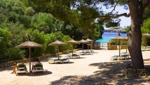 ROBINSON Club Cala Serena Bucht vor dem Club mit feinem Sandstrand