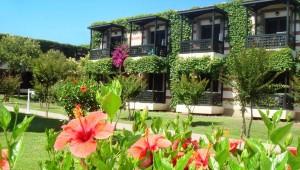 ALDIANA Side Wohngebäude inmitten des vegetationsreichen Garten