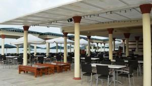 ALDIANA Side Restaurant auf der Terrasse mit leckeren Köstlichkeiten