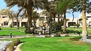 CLUB CALIMERA Akassia Swiss Resort Große Gartenanlage mit zahlreichen Palmen
