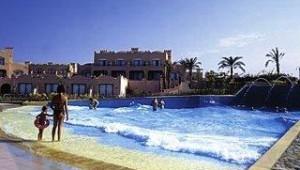 CLUB CALIMERA Akassia Swiss Resort Großer Pool mit Wellen und Wasserfontänen