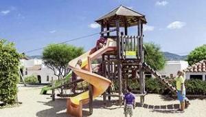 CLUB CALIMERA Delfin Playa Spielplatz für Kinder mit Klettergerüst und Rutsche