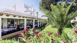 CLUB CALIMERA Es Talaial Cafe und Restaurant mitten in der Gartenanlage