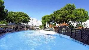 CLUB CALIMERA Es Talaial Überblick über den Pool und die Bungalowanlage