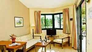 CLUB CALIMERA Esplendido Wohnzimmer mit Terrasse und tollem Gartenblick