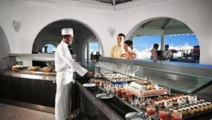 CLUB CALIMERA Rosa Rivage Am Buffet werden Ihnen leckere Speisen und Getränke serviert