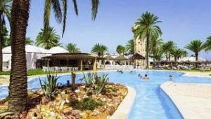 CLUB CALIMERA Rosa Rivage Großer Pool inmitten der Grünanlage