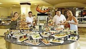 CLUB CALIMERA Serra Palace Buffet mit zahlreichen leckeren landestypischen Speisen